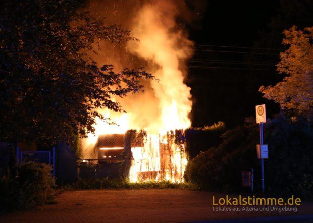 Von der Gartenhütte blieb in Altena nicht mehr viel übrig. Das Feuer zerstörte sie komplett.