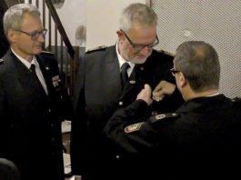 Rainer Blumenrath erhielt bei seinem Abschied das Brand- und Katastrophenschutz-Verdienst-Ehrenzeichen in Silber. Foto: Dieter Grefe/Märkischer Kreis